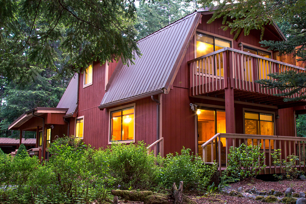 Mt  Rainier National Park Lodging | Romantic Meadow Cabin at